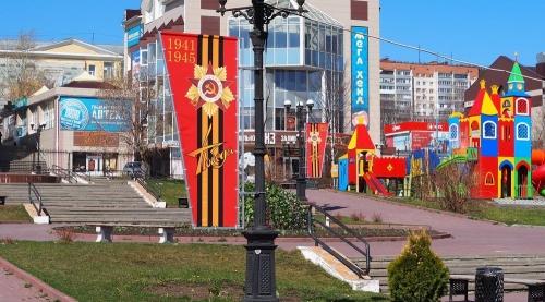 К празднованию готовы! Златоуст украшают перед грядущим юбилеем Победы